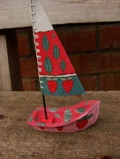 Кораблик земляничный - керамика с росписью
