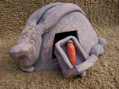 Кролик-шкатулка с морковкой из керамики
