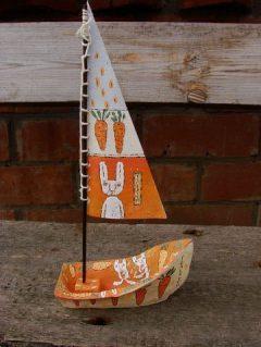 Кроличья лодка из керамики с росписью